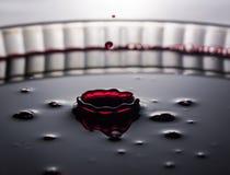 жидкостный красный выплеск стоковое фото rf