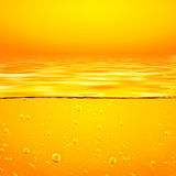 Жидкость оранжевого желтого цвета с пузырями кислорода closeup иллюстрация вектора