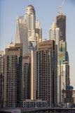 Жилые небоскребы и гостиницы на Марине Дубай принятой 21-ого марта 2013 в Дубай, Объединенные эмираты. Стоковое Изображение