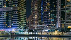 Жилые дома в timelapse башен озера Jumeirah в Дубай, ОАЭ акции видеоматериалы