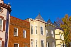 Жилые дома строки в столице США в осени Стоковое Фото