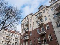 Жилые дома с балконами в районе Стоковые Изображения RF