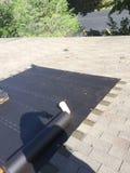 Жилые ремонты крыши; гонт Стоковые Фотографии RF