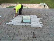Жилые ремонты утечки крыши и окна в крыше; Roofers Стоковое Фото