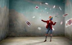 Жонглируя клоун женщины Мультимедиа стоковое изображение