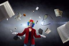 Жонглируя клоун женщины Мультимедиа стоковые фотографии rf