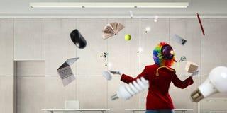 Жонглируя клоун женщины Мультимедиа стоковая фотография