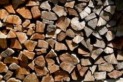 Журналы штабелированные в woodshed Стоковое Фото