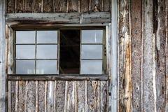 Журнал встал на сторону деревенская кабина Стоковые Изображения