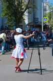 Журналист женщины с треногой Стоковые Фото