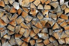 журналы складывают готовую древесину зимы Стоковые Изображения