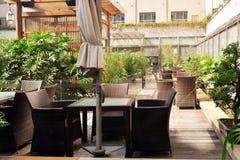 Журнальный стол на открытом воздухе Стоковые Фото