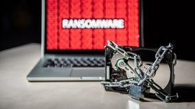Жёсткий диск запертый с кибер атакой ransomware на компьютере стоковое изображение rf
