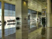 ждать авиапорта голубой тонизированный комнатой Стоковое Фото