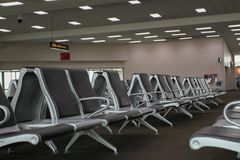 Ждать стулья в авиапорте Стоковые Фотографии RF