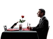 Ждать любовников голодный для силуэтов обедающего Стоковое фото RF
