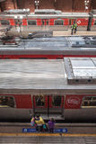 Ждать для восхождения на борт поезда Стоковое Изображение