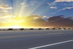 заасфальтированный восход солнца дороги стоковое изображение rf