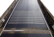 Заасфальтируйте мост после идти дождь - изолированный на белой предпосылке Стоковое Фото