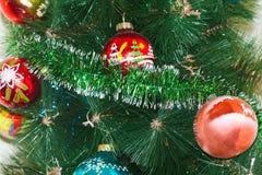 Забавляется шарики на рождественской елке Стоковое Фото