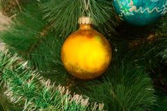Забавляется шарики на рождественской елке Стоковые Изображения RF