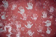 забавляя украшенная стена печатей ладоней Стоковые Изображения