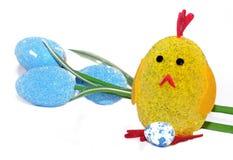 Забавляйтесь цыпленок как символ новой жизни в празднике пасхи Стоковые Фотографии RF