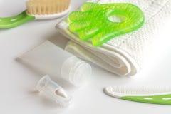 Забота зубной щетки ` s детей устная на белой предпосылке Стоковые Изображения RF
