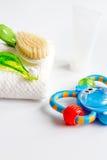 Забота зубной щетки ` s детей устная на белой предпосылке Стоковые Фото