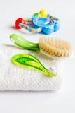 Забота зубной щетки ` s детей устная на белой предпосылке Стоковое Изображение