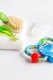 Забота зубной щетки ` s детей устная на белой предпосылке Стоковое фото RF