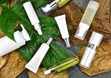 Забота кожи увлажнителя для кожи повреждения сухой, косметических контейнеров бутылки, пустого пакета ярлыка для клеймя модель-ма Стоковые Изображения