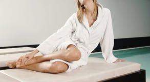 Забота ног женщины в курорте Стоковое Фото