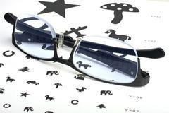 Заботить для визирования глаза правильными стеклами Стоковые Фото