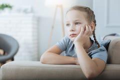Заботливая девушка смотря в расстоянии Стоковое Изображение RF
