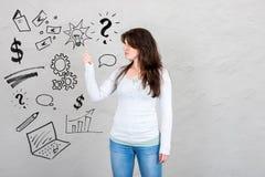 Заботливая женщина имея идею о успехе символизированном делом Стоковое Изображение RF