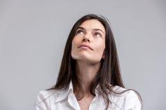 Заботливая привлекательная женщина смотря вверх Стоковая Фотография