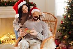 Заботя женщина делая сюрприз для ее супруга Стоковые Изображения RF