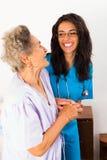 Заботя медсестры Стоковая Фотография