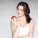 Заботливая девушка держа яблоко Стоковые Фото