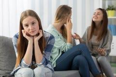 Заботливая исключенная девушка с друзьями Стоковое Изображение RF