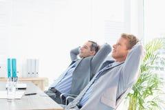 Заботливые бизнесмены смотря прочь Стоковые Изображения