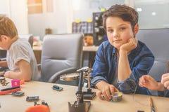 Заботливый молодой техник в студии Стоковое фото RF