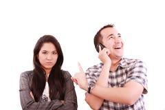 забывать его супруги телефона человека Стоковые Изображения RF