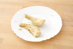Забытая слезли закуска, 2 куска груши, который и вышли к ситовине на k Стоковая Фотография RF