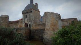 Забытый французский замок в сельской местности стоковая фотография rf