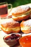 завалки donuts десерта сжимают помадку стоковая фотография