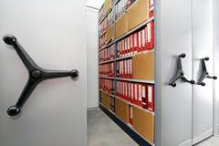 Завальцовка shelves архивохранилище Стоковая Фотография RF