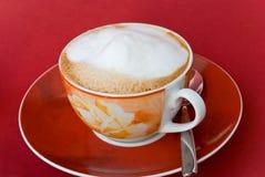заваренная чашка капучино свежая Стоковое Изображение
