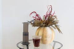 Заваривать кофе альтернативной подготовки кофе фильтра профессиональный Стоковое Изображение RF